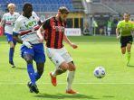 bek-ac-milan-theo-hernandez-kanan-berduel-dengan-pemain-belakang-sampdoria.jpg