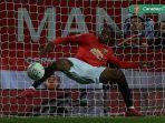 bek-manchester-united-aaron-wan-bissaka-membuang-bola.jpg
