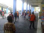 bersih-bersih-di-terminal-tirtonadi-solo-rabu-182018_20180801_113015.jpg
