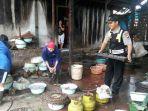 bhabinkamtibmas-batang-kunjungi-nelayan-pembuat-ikan-pindang_20170326_150446.jpg