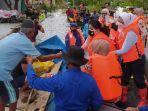 bhayangkari-cabang-pati-membagikan-paket-bantuan-pada-korban-banjir.jpg