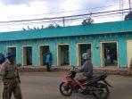 bongkar-14-kios-di-jalan-warung-asem-raya-kabupaten-batang_20171113_145028.jpg