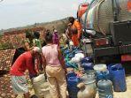 bpbd-kabupaten-blora-droping-air-bersih-di-sejumlah-desa-yang-alami-krisis-air-bersih.jpg