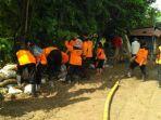 bpbd-kerja-bakti-bersama-warga-bersihkan-lumpur-luapan-banjir-kemarin_20170122_145045.jpg