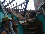 bpbd-kota-semarang-memberikan-bantuan-logistik-ke-satu-korban-atap-rumah-roboh.jpg