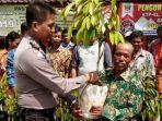 bripka-eko-suroso-memberikan-bibit-pohon-durian-secara-gratis-gratis-yang-akan.jpg