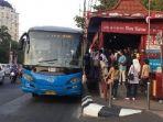 brt-trans-semarang-sedang-menaikturunkan-penumpang-di-shelter-pemuda-semarang_20181107_111132.jpg