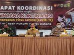 bupati-batang-wihaji-saat-memimpin-rapat-koordinasi-rencana-kontijensi-penanganan-virus-corona.jpg