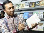 bupati-batang-wihaji-saathadir-dipekan-raya-buku-multi-produk-2019-di-jalan-vetaran-batang.jpg