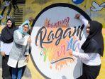 bupati-mirna-berswafoto-di-mural-kampung-ragam-warna-mranggen-kaliwungu_20180509_143921.jpg
