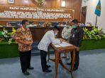 bupati-pati-haryanto-menandatangani-persetujuan-bersama-dprd.jpg