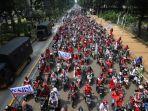 buruh-yang-tergabung-dalam-konfederasi-serikat-buruh-seluruh-indonesia-ksbsi-menggelar-aksi-unjuk.jpg