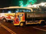 bus-akas-menabrak-truk-tangki-air-di-jalan-raya-desa-pacing.jpg