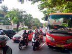 bus-brt-mogok-di-jalan-sultan-agung-kota-semarang-mengakibatkankepadatan-arus.jpg