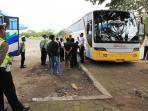 bus-laik-jalan-di-terminal-jepara-jateng_20160626_093737.jpg