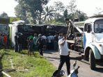 bus-rombongan-study-tour-terguling-di-turunan-magelang_20170517_101413.jpg