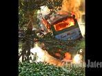 bus-sinar-mandiri-terbakar.jpg