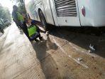 bus-tabrak-pemotor-di-jalan-ngawen-blora_20171009_101211.jpg