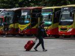 calon-penumpang-bersiap-naik-bus-di-terminal-kalid.jpg
