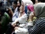 deisti-astriani-tagor-pakai-hijab-merah-muda_20180330_081012.jpg