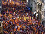 demonstran-bendera-pro-kemerdekaan-selama-hari-nasional-catalonia-di-barcelona-spanyol.jpg