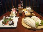 deretan-menu-andalan-anonim-cafe-jalan-kedungmundu-kedungmundu-kecamatan-tembal.jpg