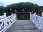 dermaga-cinta-di-kawasan-mangrove-grand-maerokoco-rabu8112017_20171109_095349.jpg