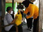 dharma-pertiwi-daerah-d-memberikan-bantuan-sembako-kepada-warga-kelurahan.jpg