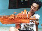 difabel-di-kudus-buat-miniatur-berbahan-bambu-bekas.jpg