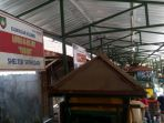 dinas-perdagangan-solo-segel-shelter-pkl-sriwedari_20170713_031926.jpg