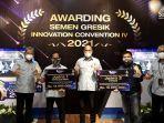 direksi-pt-semen-gresik-bersama-pemenang-sgic-award-2021.jpg