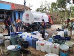 distribusi-air-bersih-di-desa-kekeringan-di-kabupaten-banjarnegara.jpg