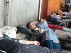 donor-darah-saat-peringatan-may-day-di-kota-tegal_20180501_163105.jpg