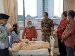 dpw-ppni-sumsel-dan-dpd-ppni-kota-palembang-saat-menjenguk-kondisi-perawat.jpg