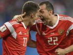 dua-pemain-timnas-rusia-roman-zobnin-dan-artem-dzyuba_20180624_210856.jpg