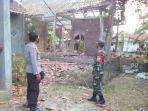 dua-rumah-gandrungmangu-kabupaten-cilacap-yang-hancur-dan-rusak-berat-akibat-ledakan-petasan.jpg