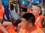 empat-influencer-asal-china-ketika-diinterogasi-petugas-penyelamat-di-provinsi-henan.jpg