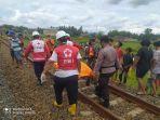 evakuasi-jasad-warga-tertabrak-kereta-api-di-perlintasan-kecamatan-kebumen-kamis-2812021.jpg