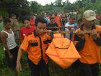 evakuasi-korban-dari-sungai-papringan-desa-papringan_20180113_155805.jpg