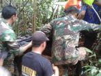 evakuasi-korban-tertimbun-longsor_20180208_154029.jpg