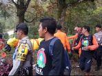 evakuasi-mayat-di-hargo-dalem-salah-satu-puncak-gunung-lawu_20180327_113041.jpg