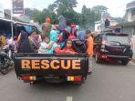 evakuasi-pengungsi-warga-dusun-clibikan-desa-wanayasa_20180226_183237.jpg