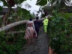 evakuasi-sebuah-pohon-albasia-berukuran-besar-22-10-2021.jpg