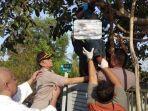 evakuasi-suwarni-yang-ditemukan-tewas-di-pohon-apukat-di-gang-nila-ii-sei-sumba-banjarbaru.jpg