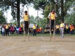 family-gathering-polres-batang-main-egrang-di-kebun-teh_20170515_161623.jpg