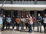 fiskom-serahkan-bantuan-bagi-mahasiswa-ntt.jpg