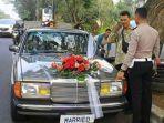 foto-polisi-lalu-lintas-memberhentikan-mobil-pengantin-viral-di-media-sosial.jpg