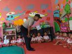 foto-polisi-mengajar_20180214_112223.jpg