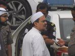 foto-yang-dikaitkan-dengan-kabar-rizieq-shihab-ditangkap-kepolisian-arab-saudi_20181107_112905.jpg