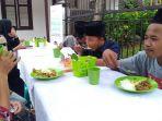 free-food-car-dari-sekolah-relawan-di-alun-alun-simpang-tujuh-kudus.jpg